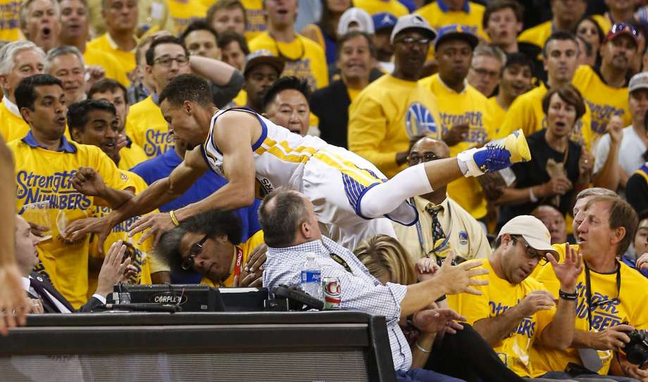 StephCurryintoTheStands